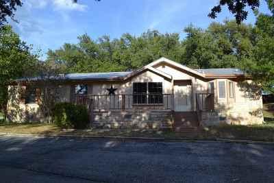 Kingsland TX Single Family Home For Sale: $198,000