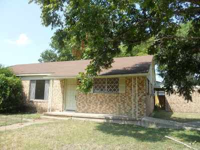 Single Family Home For Sale: 608 N Pierce