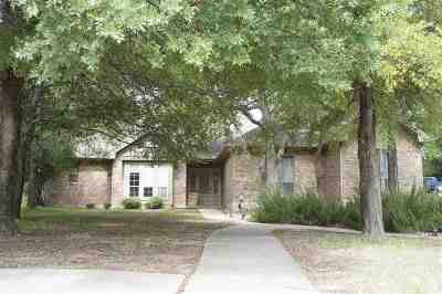 Single Family Home For Sale: 306 Delaware Springs