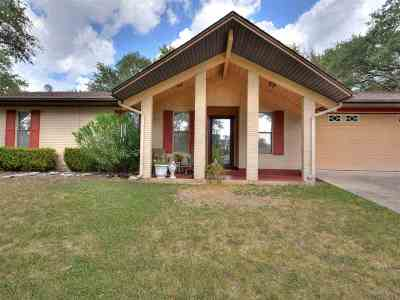 Marble Falls Single Family Home For Sale: 1105 Loma