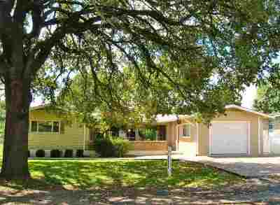 Single Family Home For Sale: 201 Dove