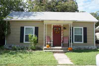 Burnet Single Family Home Pending-Taking Backups: 402 S Pierce