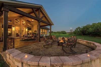 Kingsland TX Single Family Home For Sale: $450,000
