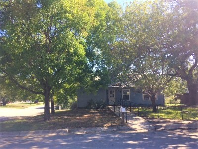 Lampasas County Single Family Home For Sale: 507 N Broad