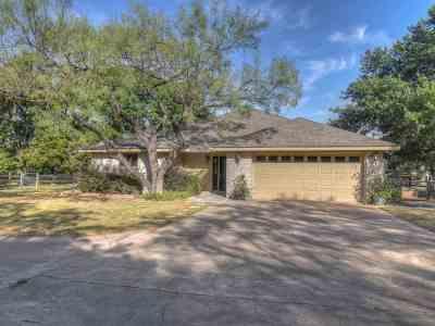 Burnet County Single Family Home For Sale: 260 Braeburn
