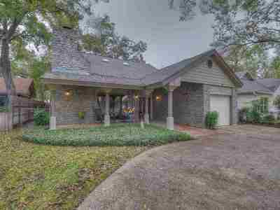 Burnet County Single Family Home For Sale: 402 Meadowlakes Drive
