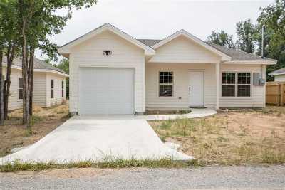 Kingsland TX Single Family Home Temporarily Off Market: $149,000