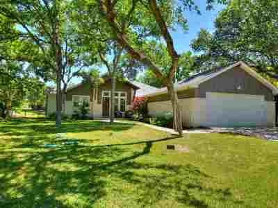 Burnet County Single Family Home For Sale: 615 Highland