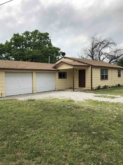 Granite Shoals Single Family Home For Sale: 302 E Castlewood