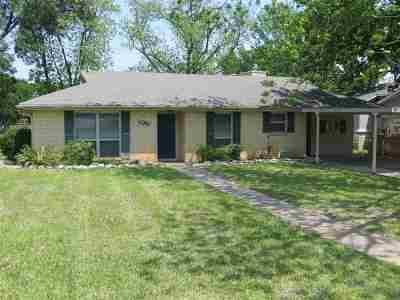Single Family Home For Sale: 100 Flamingo Circle