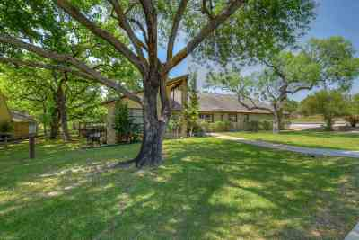 Horseshoe Bay Single Family Home For Sale: 210 Silver Spur
