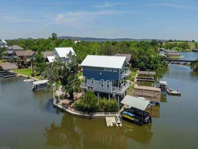 Kingsland TX Single Family Home For Sale: $959,000