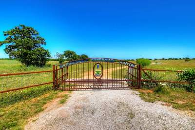 Bosque County, Bell County, Burnet County, Calhoun County, Coryell County, Lampasas County, Limestone County, Llano County, McLennan County, Mills County, Milam County, San Saba County, Williamson County, Hamilton County, Travis County, Comal County, Comanche County, Kendall County Single Family Home For Sale: 6552 County Road 403