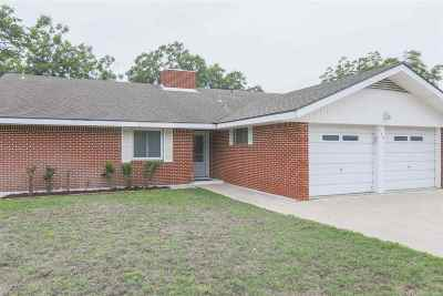 Burnet Single Family Home For Sale: 500 Shady Oak Dr