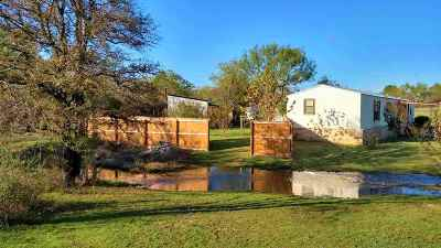 Kingsland TX Single Family Home For Sale: $129,000