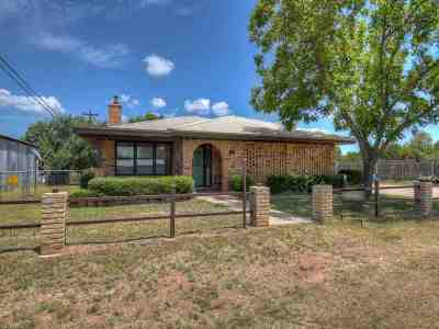 Buchanan Dam Single Family Home For Sale: 100 Cottonwood