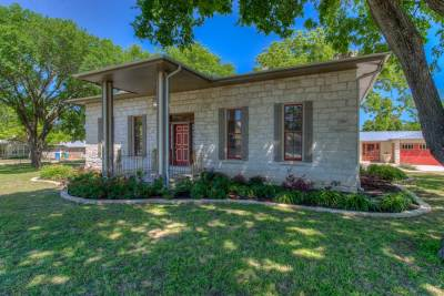 Burnet Single Family Home For Sale: 402 E Johnson