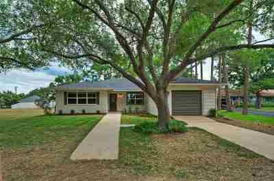 Burnet County Single Family Home For Sale: 1204 Highland