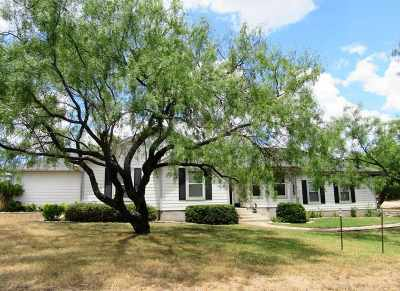 Kingsland TX Single Family Home For Sale: $255,000