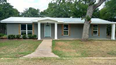 Kingsland TX Single Family Home For Sale: $194,000