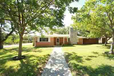 Lampasas County Single Family Home For Sale: 1302 W Avenue A