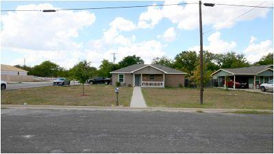 Lampasas County Single Family Home For Sale: 1201 E Avenue F