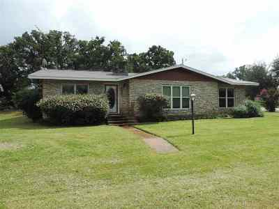 Kingsland TX Single Family Home For Sale: $199,000