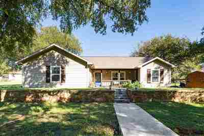 Kingsland TX Single Family Home For Sale: $220,000