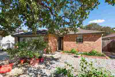 Kingsland TX Single Family Home Pending-Taking Backups: $145,000