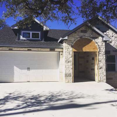 Burnet County Single Family Home For Sale: 504 Queens