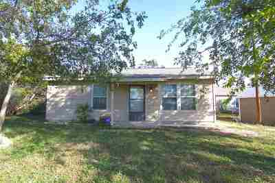 Kingsland TX Single Family Home For Sale: $129,000