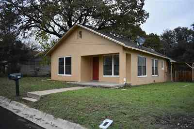 Lampasas County Single Family Home For Sale: 801 W Ave C