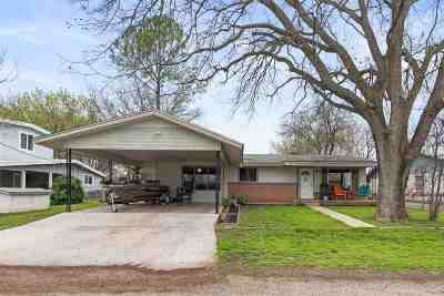 Kingsland Single Family Home For Sale: 307 Riverside