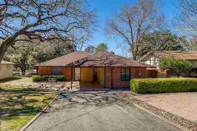 Burnet County Single Family Home For Sale: 203 Robin