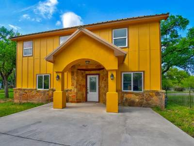 Burnet Single Family Home For Sale: 700 Apache Dr.