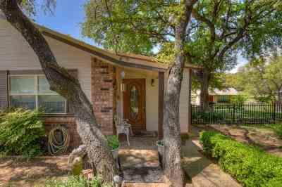 Burnet Single Family Home Pending-Taking Backups: 104 Cr 138b