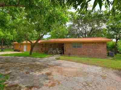Single Family Home For Sale: 1107 Oak