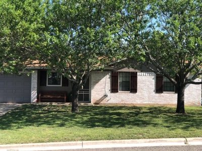 Lampasas Single Family Home For Sale: 1211 W Avenue C