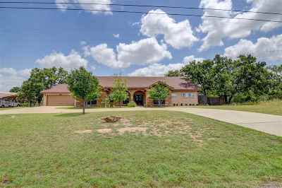 Kingsland Single Family Home For Sale: 1610 Skyline