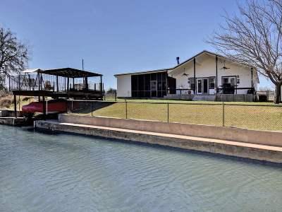 Sunrise Beach Single Family Home For Sale: 617 Circle Drive
