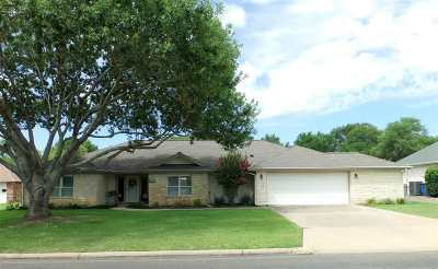 Burnet County Single Family Home For Sale: 104 Broadmoor