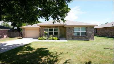 Lampasas County Single Family Home For Sale: 1208 E Avenue F