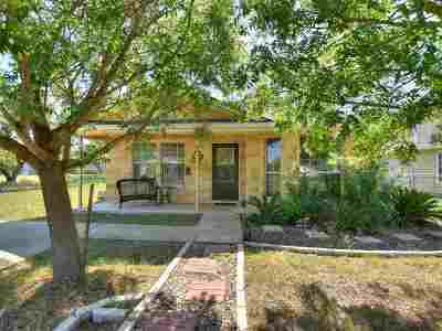 Single Family Home For Sale: 835 Pecan