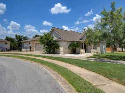 Marble Falls Single Family Home Pending-Taking Backups: 813 Lacey Oak Circle