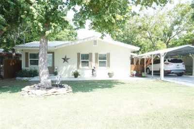 Burnet Single Family Home Pending-Taking Backups: 806 E Live Oak St