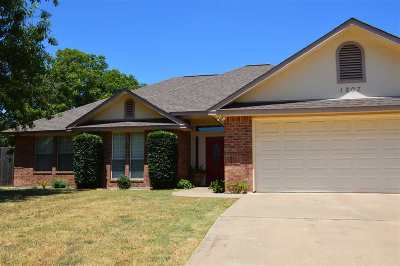 Marble Falls Single Family Home For Sale: 1207 Cedar