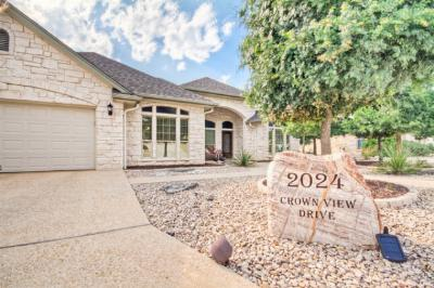 Single Family Home Sold: 2024 Crown View Dr