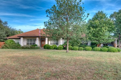 Kerrville Single Family Home For Sale: 134 Windwood Rd