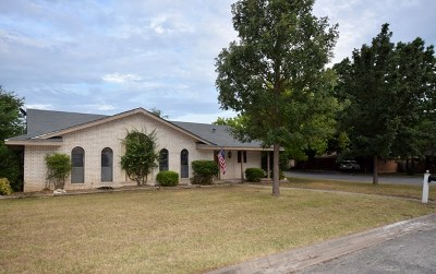 Kerrville Single Family Home For Sale: 111 Crestwood Dr