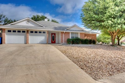 Kerrville Single Family Home For Sale: 606 Oak Valley Dr